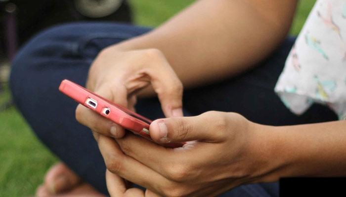 woman-hand-phone