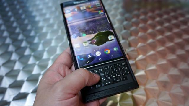 blackberry-priv-review_ubergizmo_09-640x359