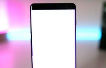 Comment cacher le trou sur l'écran du Galaxy S10