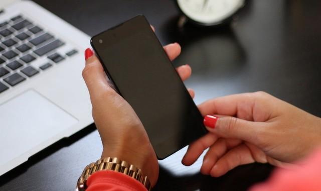 Éteignez votre smartphone pour une charge plus rapide