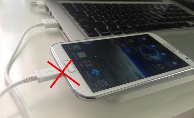 Ne chargez jamais votre smartphone depuis un PC